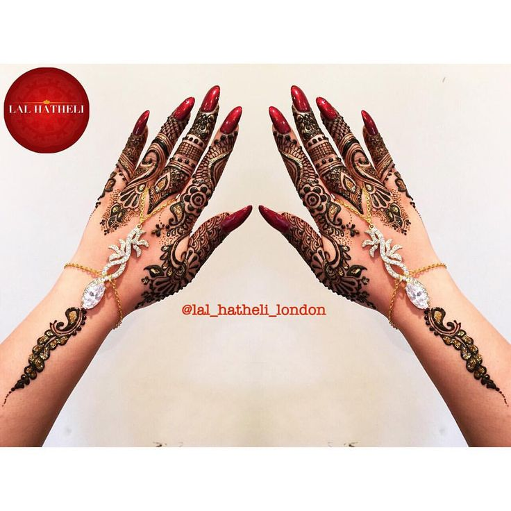 #Mehndi by #lal_hatheli on #instagram. #Gorgeous #gulf #henna #pattern with #red #nails and a #stunning #handchain by #hijabjewels_