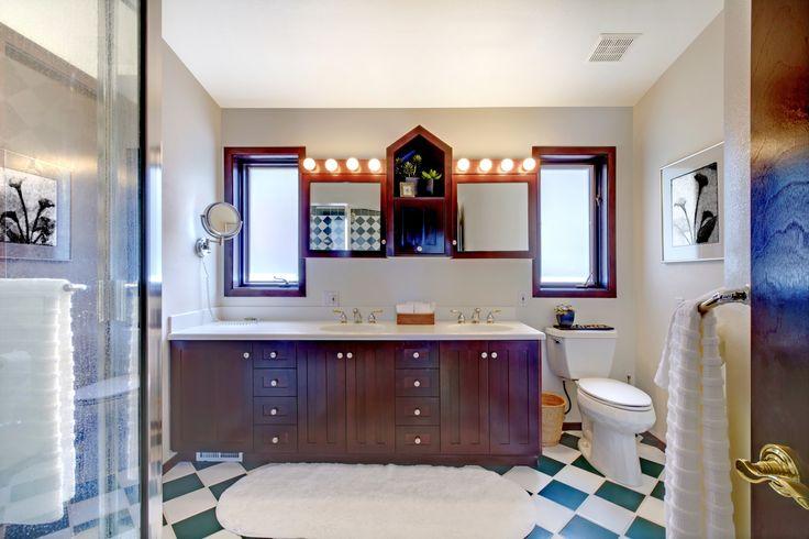 Świeża i jasna łazienka z drewnianymi dodatkami. Co myślicie? Podoba się?   Fresh and bright bathroom.  Do you Like it? http://decoart24.pl/  #DecoArt24 #dekoracje #inspiracje #interior #bathroom #łazienka