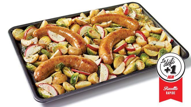 Saucisses pommes et cheddar sur une plaque