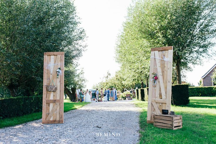Doors - Entrance - Wedding - Rentals - Vintage - Festival wedding - Outdoor wedding    Brisked verhuurt veel mooie items om jouw bruiloft mee aan te kleden. www.brisked.nl