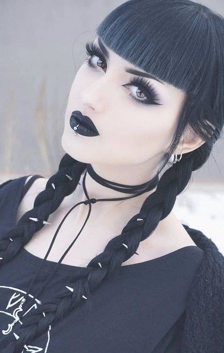 ((FC Obsidian Kerttu)) Hi I'm Lea Lovel i'm 18 i'm goth i tend to be alone because most people are too happy