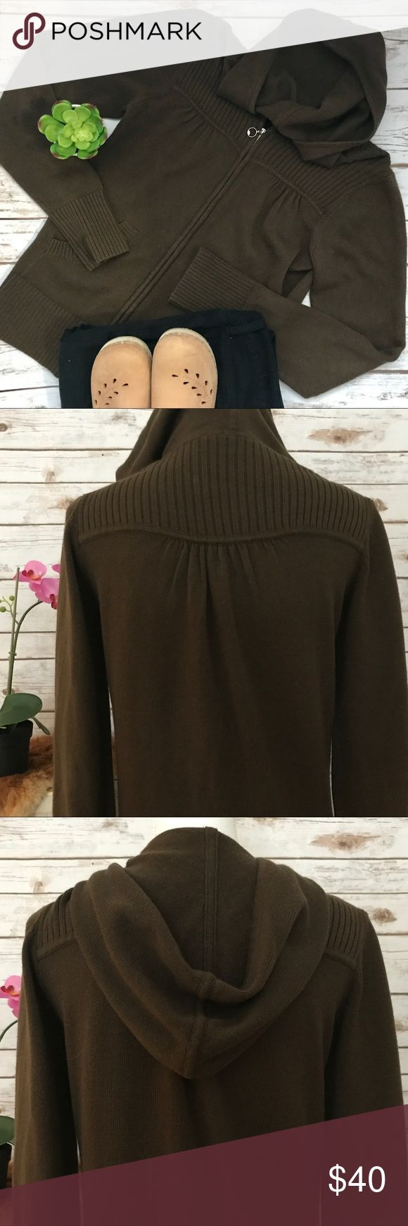"""The North face Zip up Brown Sweater Size Medium Great Condition super comfortable North Face brown zip up cardigan/hoodie.  Super feminine and cute with a gold zipper.  Zips up fully.  Length=23"""" Bust=34"""" Size Medium The North Face Sweaters Cardigans"""