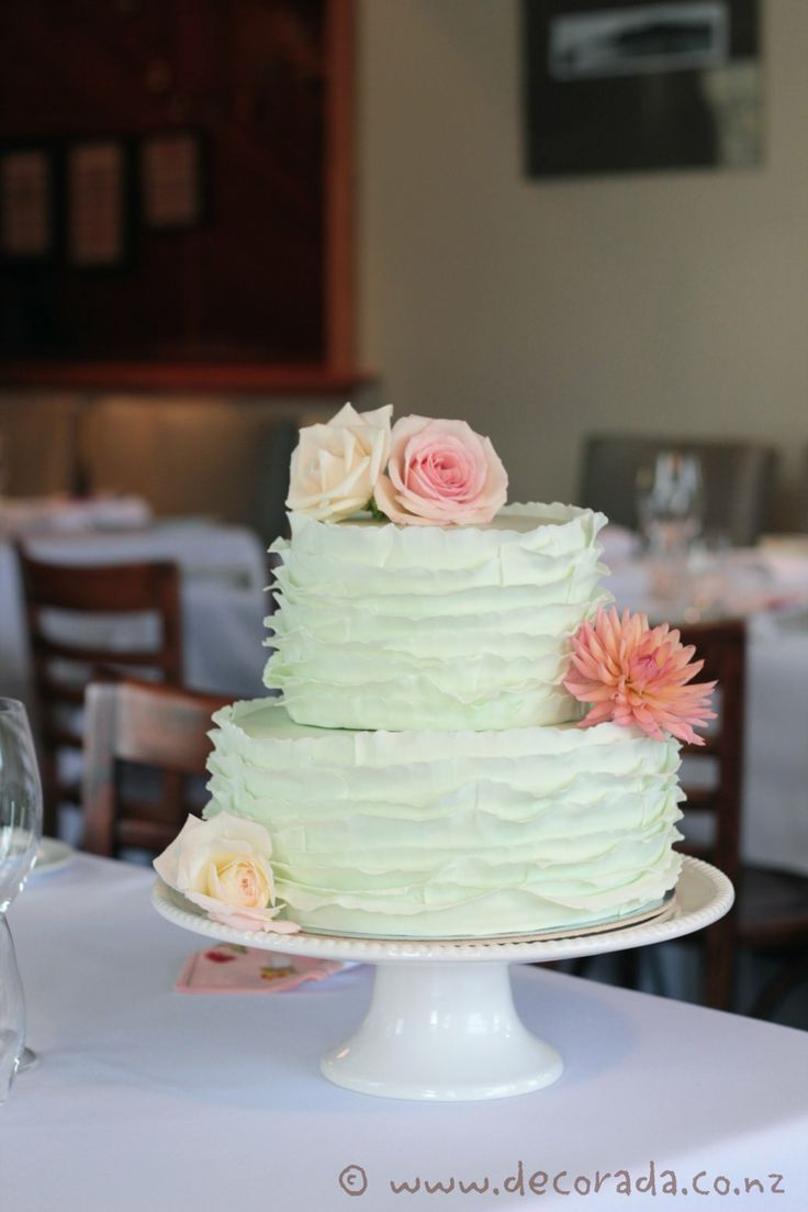 Mint Ruffle Cake With Fresh Flowers Cakes Pinterest