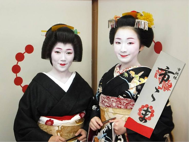 Ichikoma debuted in oktober 2015 under the protection of seasoned Geiko Ichimomo. Koma-san is lucky to have such a succesfull Geiko as her Oneesan so i wish her all the best. She is one of my favorites in Kamishichiken due to her confident and alluring expression.
