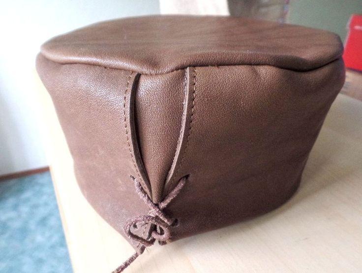 Mittelalter Reenactment Gewandung Pillbox Lederhut braun Kopfbedeckung Kappe…