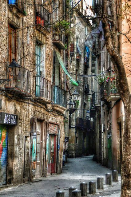 Desde Ciutat Vella - Barcelona..... - Foto de Jose Antonio: Google+