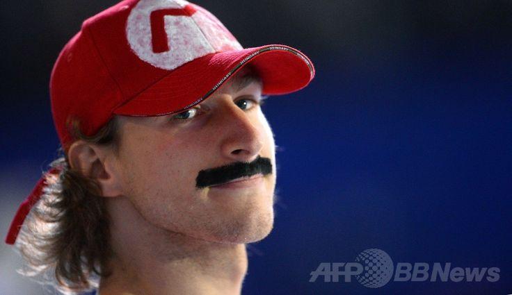 スーパーマリオが氷上で華麗な演技?フィギュア欧州選手権 国際ニュース:AFPBB News