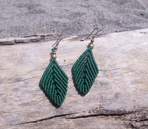 Macrame leaf earrings - Macrame earrings, green leaves, boho earrings, brass details, hippie style!