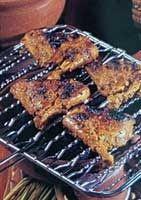 Ayam Bakar Padang    Bahan :  1 ekor Ayam kampung dipotong empat bagian  1 batang Kayu manis  3 biji Cengkih  5 lembar Daun jeruk  1/2 lemba...
