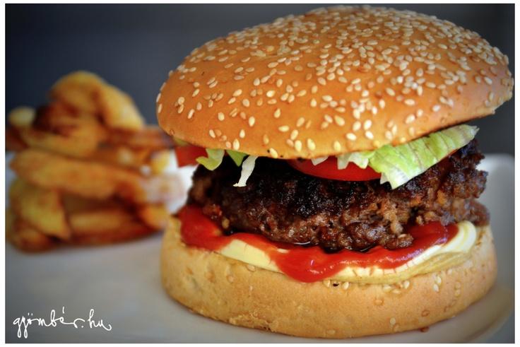 Klasszikus amerikai hamburger True Blood (Inni és élni hagyni) módra a Gyömbéren