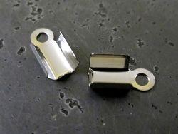 2e Koko 4-6 mm, jotta hoyhenen päät mahtuvat sisään :) Nauhanpää puristettava (3mm)