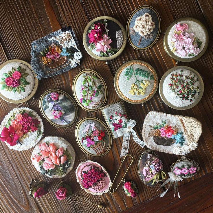 -2017/01/22  자수 소품 모음~  .  .  .  .  .  By Alley's home #embroidery#knitting#crochet#crossstitch#handmade#homedecor#needlework#antique#vintage#flower#ribbonembroidery#프랑스자수#진해프랑스자수#창원프랑스자수#마산프랑스자수#리본자수#꽃자수#자수타그램#실크리본자수#창원프랑스자수수업#진해프랑스자수수업#앨리의프랑스자수#자수소품#손자수#리본자수수업#꽃다발자수#자수브로치#자수손거울#리본자수브로치#자수반지