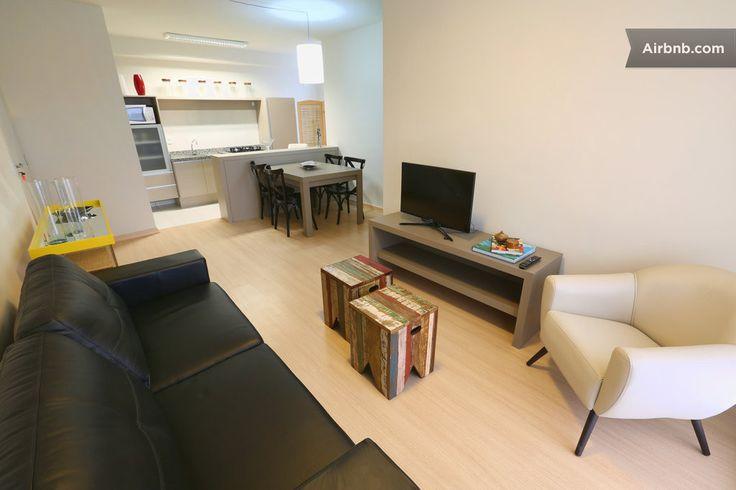 Apartamento em Curitiba, Brasil. Seja recebido por um Super Anfitrião do Airbnb 85% de resenhas 5 estrelas por nossos hóspedes  O apartamento de três quartos acomoda até 6 pessoas. É novo. Possui acesso a tudo e é completamente hipoalergênico, garagem. Próximo ao INC e Vita Batel...