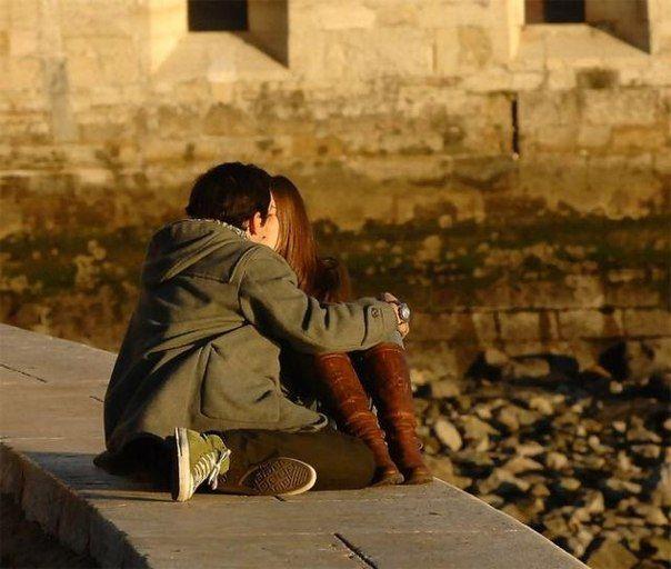 Взаимная привязанность мужчины и женщины всегда начинается с ошеломляющей иллюзии, что вы думаете одинаково обо всём на свете.