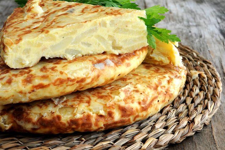 Recette de tortilla de patatas au Thermomix TM31 ou TM5. Faites ce plat principal en mode étape par étape comme sur votre appareil !