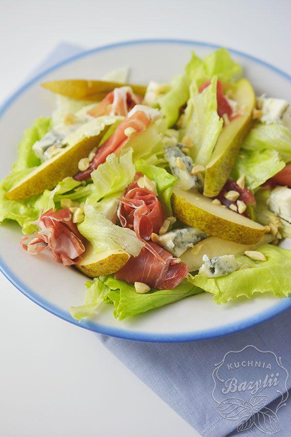 Sałatka z szynką parmeńską, gruszką i serem pleśniowym to doskonałe połączenie smaków. Polecam ją każdej osobie, która lubi ostrzejsze smaki.
