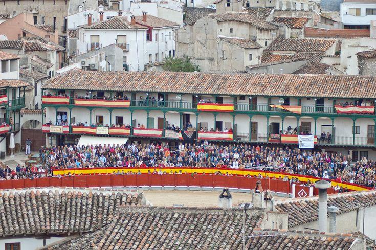 Uno de los mayores atractivos de Chinchón es su Plaza Mayor, está aún se sigue utilizando para los festejos taurinos y la verdad, es digno de ver.