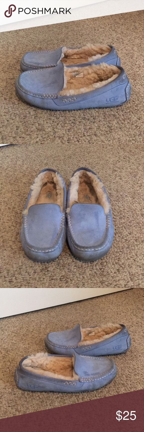 Ugg Baby Blue Ansley Sheepskin Slipper Shoes 9 This nice pair of Ugg Australia Baby Blue Suede Ansley Sheepskin Slipper Loafer Shoes comes to you in a size 9. As you can see from under the front of toe area there is some grim there. The inside of the slippers has a lot of warm Sheepskin fur inside. Ok good used cond. Makes a nice pair to walk to class in or do chores with. Not great cond just good UGG Shoes Slippers