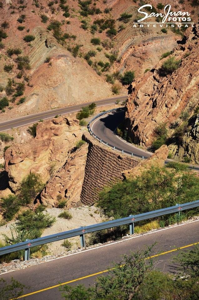 """CAMINO A HUACO ( transitando por la ruta Provincial 491 o """"Ruta Escenica Jachal - Huaco"""")  DESDE EL MIRADOR DE HUACO. San Juan. Argentina"""