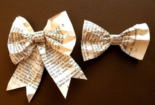 in a childs room: Idea, Book Bows, Paper Craft, Gift Wrapping, Paper Bows, Book Pages, Christmas Ornaments, Book Crafts, Newspaper Bow