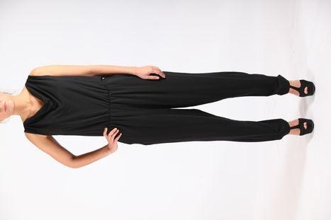 Zwarte overall zonder mouw - eco jumpsuit designed by Sena ecocouture in Bamboe en elastan