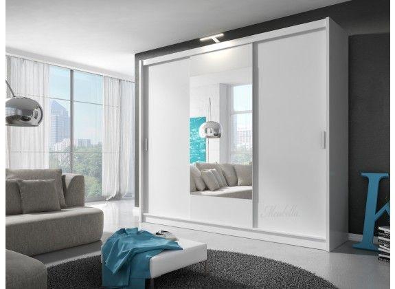 De garderobekast Houston is een zeer ruime en praktisch ingedeelde kledingkast uitgevoerd in een neutrale mat witte kleur. Het binnenwerk van de garderobekast is uiterst praktisch ingedeeld waarin de ruimte optimaal benut word. Zo heb je in het midden een ruimte om overhemden, vesten en jassen op te hangen aan een metalen stang. Daaromheen zijn 11 opbergvakken te vinden. https://www.meubella.nl/slaapkamer/kasten/kledingkasten/kledingkast-houston-wit-250-cm.html