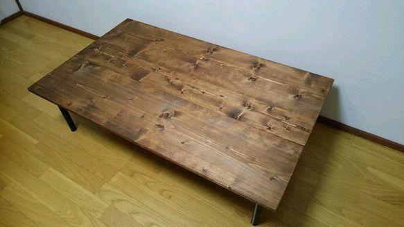 ☆少し大きめのワイドサイズのアイアンタイプローテーブルでございます(^-^)☆塗料にはイギリス製のオイルを使い、木目がとてもキレイにでております。☆やはり仕上げにイギリス製のワックスを塗り込みさらに木目を際立たせます。☆テーブル脚にはアイアンタイプのブラックをご用意させて頂きました。☆テーブル脚の種類には円柱と角柱がございます。色はブラック ホワイト シルバーの3色から選ぶことが可能です。☆テーブル脚はウッドタイプもございます。ウッドタイプも木目を生かしたスタイルとなっております!☆製作時期などのお知らせがございますので、プロフィールの方をご覧下さいませ。********************◇サイズ:横 1200 縦710 高さ 320◇色:ダークウォールナット(オイルフィニッシュ)◇木材:天然木(SPF) ********************サイズ等ご要望がございましたら、お気軽にお申し付けくださいませ(^ー^)アンティーク、テーブル、レトロ、ダイニングテーブル、リビング、洋風、北欧、ビンテージ。