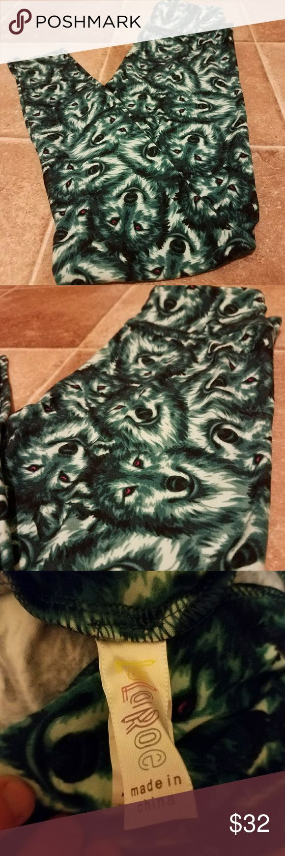 EUC Lularoe Wolf Leggings OS Leggings EUC Lularoe Wolf Leggings  Size: OS (fits sizes 0-10) Material: Polyester and Spandex  These have been worn once to try on!  You will fall in love with these buttery soft leggings! 😍🦄    Please ask any and all questions before purchasing!    Happy Shopping!! 😁 LuLaRoe Pants Leggings