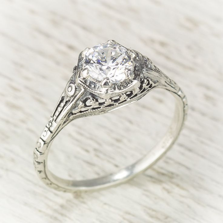 Filigree Antique Vintage Engagement Diamond Ring door spexton, $3450,00