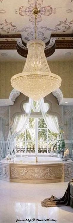 Curious? Access luxxu.net to find the best chandelier inspirarions for your new interior design project! Luxury and still modern lighting and furniture