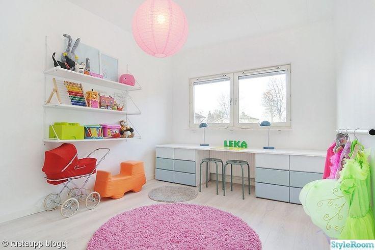 skrivbord,matta,rund,lampa,rosa
