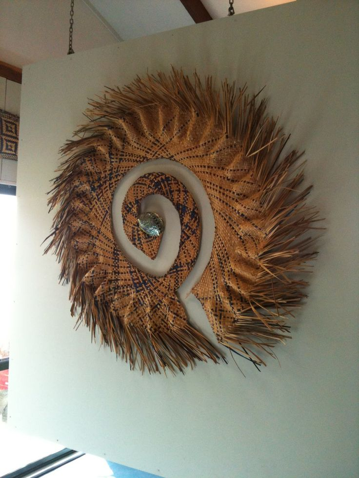 harakeke weaving | interesting idea for a way to manipulate a woven into a wall piece edh.
