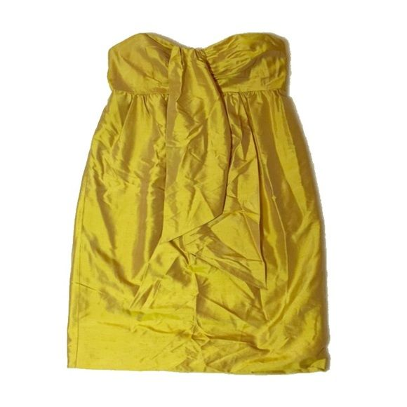 SALE! Vera Wang Strapless Yellow Cocktail Dress Vera Wang Lavender Label cocktail dress. Excellent condition! No flaws. Vera Wang Dresses