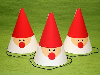 クリスマスパーティーにぴったり!可愛いサンタクロースをモチーフにしたデザインのコーンハットの作り方を紹介。手作り(DIY)素材が無料ダウンロードできます。