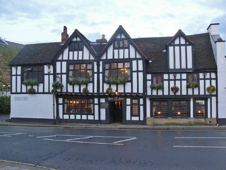 """Very haunted Black Swan or """"Mucky Duck"""" in York, England. Awesome pub! Get the giant Yorkshire Pudding!"""
