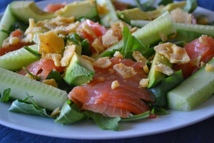 Mijn kookavonturen: Crunchy rucola salade met gerookte zalm en avocado