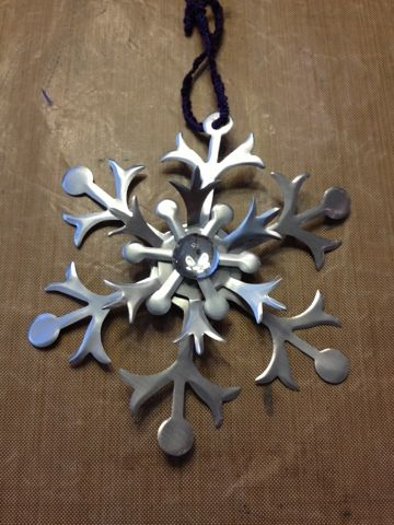 3 Monkeys throwing around some....PAPER!!!: Recycling and a winter craft project for kids??!!! Soda Can Snowflakes!