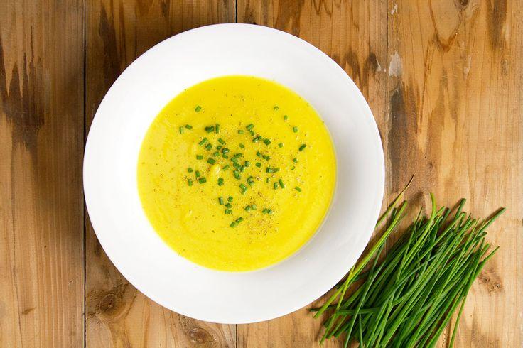 La vellutata di cavolfiori e zafferano è molto semplice da preparare. Il mix dei due sapori ti farà apprezzare questa verdura anche se non è tra le tue preferite.