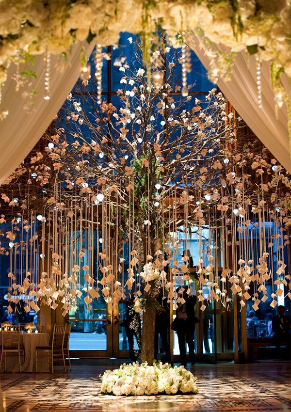 Escort card tree. Oh, how lovely!