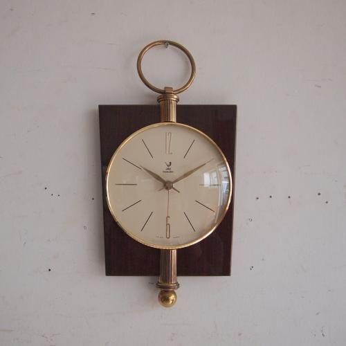 ヴィンテージJAZのウォールクロック/壁掛け時計|人気のJAZの時計。お待たせいたしました!!今回ご紹介するのは鏡面仕上げのマホガニーフレームと真鍮の金具が素敵な壁掛け時計です。シックなダークマホガニーにホワイトのクロックフェイスとのコントラストがクール!モダンでもアンティークでもナチュラルでもどんなインテリアにもおススメ!