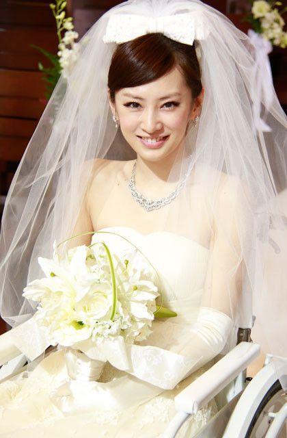初めてのウエディングドレス姿を披露している北川景子「抱きしめたい 真実の物語」