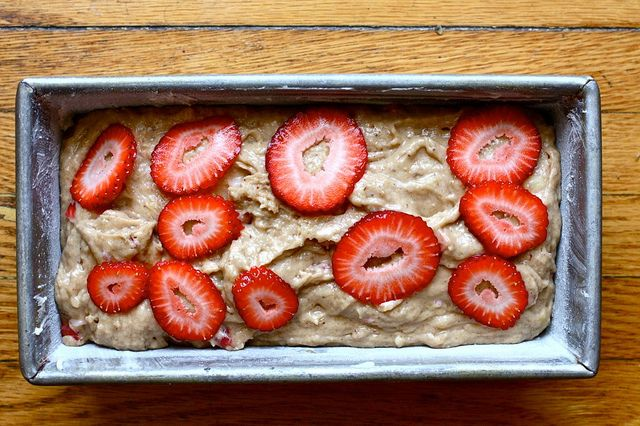 banana strawberry bread found on joy the baker. making this banana ...