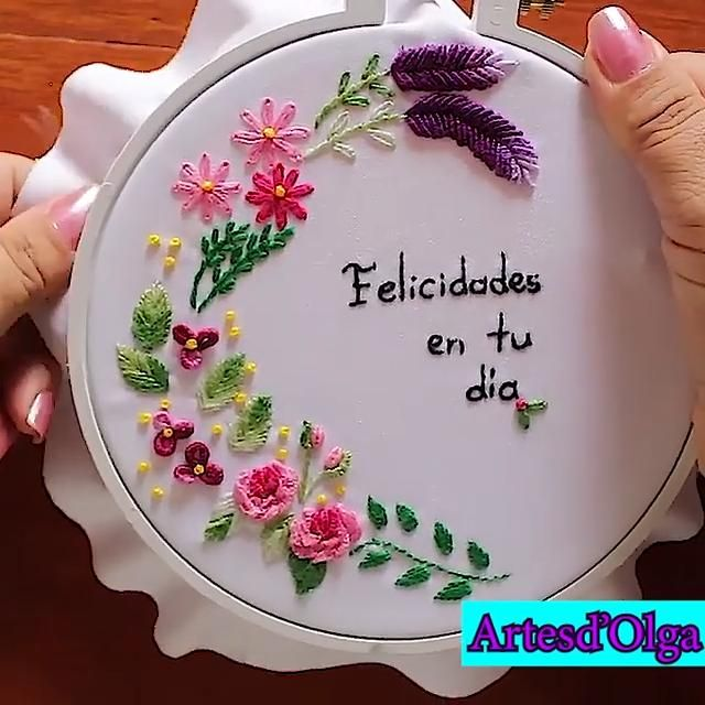 Parte final del proyecto recordatorio bordado. Hand Embroidery Patterns Flowers, Basic Embroidery Stitches, Hand Embroidery Videos, Embroidery Stitches Tutorial, Embroidery Flowers Pattern, Creative Embroidery, Simple Embroidery, Sewing Stitches, Hand Embroidery Designs