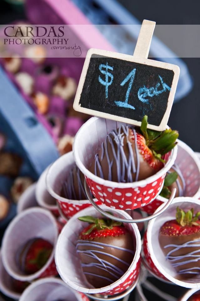 chocolate covered strawberries in PYP nut cups with a PYP mini chalkboard clip, by Cakes With Jaz,  Photo Credit: by Cardas Photography #pickyourplum #nutcups #chalkboardclips