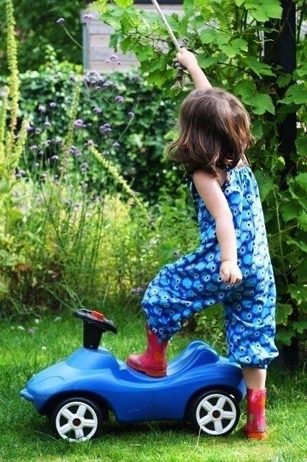 Naaipatroon: Toffe tuinbroek voor de zomer   Kiind Magazine. Pakt goed uit qua maatvoering.
