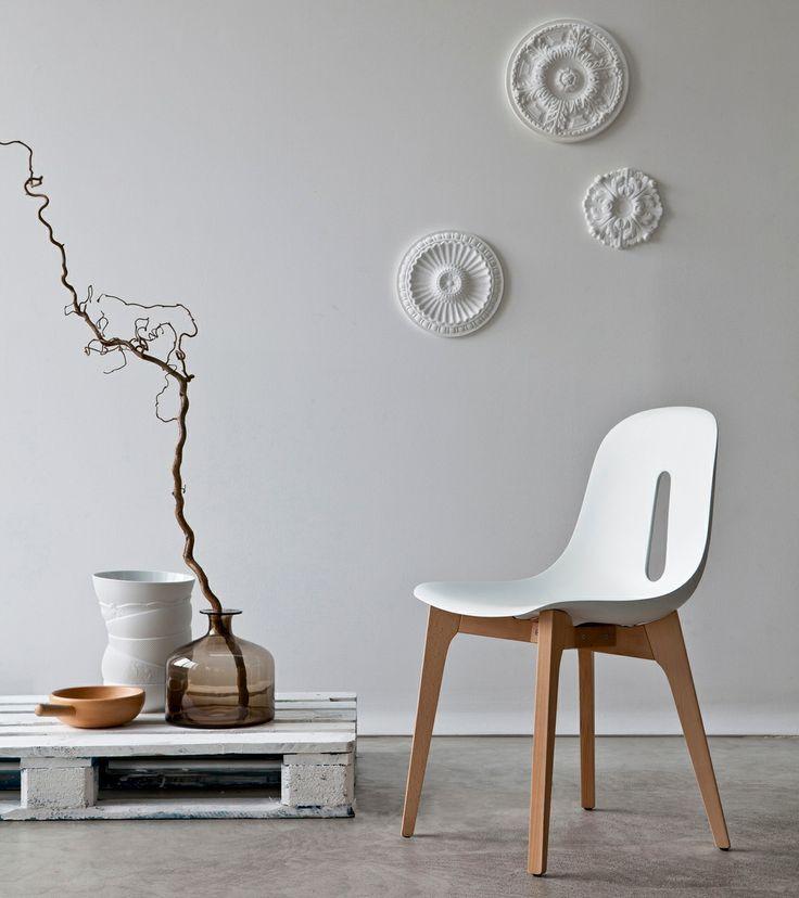 Pon las molduras de yeso o de poliestireno en la pared./ Put plaster or polystyrene mouldings on the wall.  #design