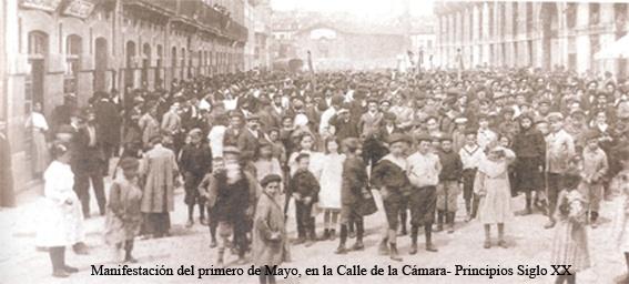Calle la Cámara, manifestación del primero de mayo a principios del siglo XX, Avilés
