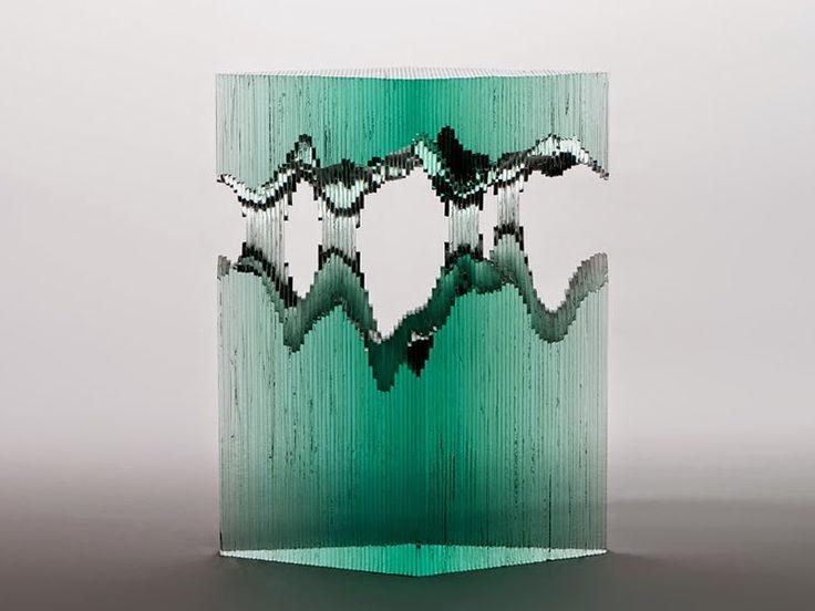 Der in Sydney lebende Künstler Ben Junge erschafft erstaunliche Glasskulpturen, die wie Wellen aussehen. Von Hand geschnitten und geschnit...