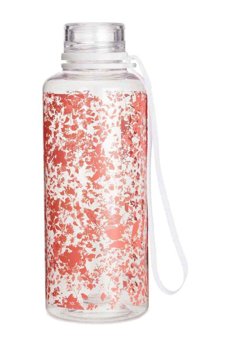Vizespalack: Műanyag vizespalack csavaros kupakkal és a kupakot is helyén tartó, praktikus csuklópánttal. Űrtartalma 550 ml.