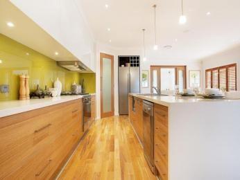 Hardwood in a kitchen design from an Australian home - Kitchen Photo 833165